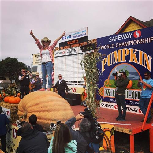 1910 Pound Pumpkin at the 2016 Half Moon Bay World Championship Pumpkin Weigh Off.
